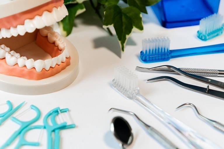歯磨きだけではむし歯・歯周病は予防できません