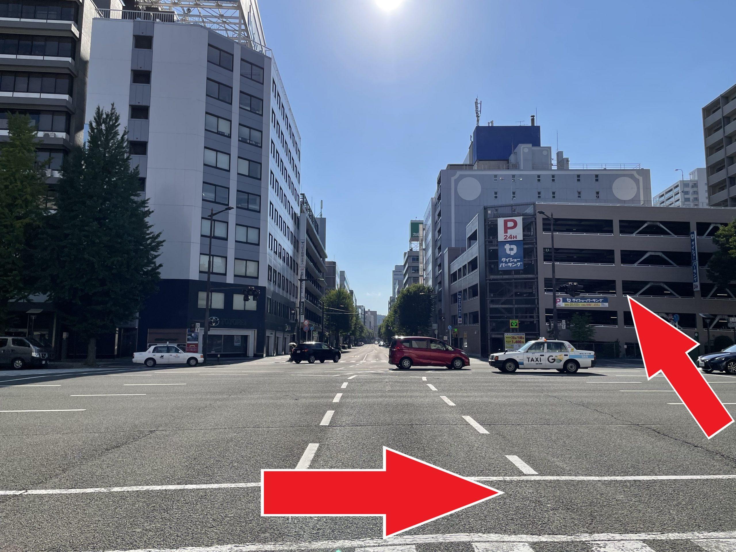 右手にタイショーPが見えたら、横断歩道を渡ってさらに直進します